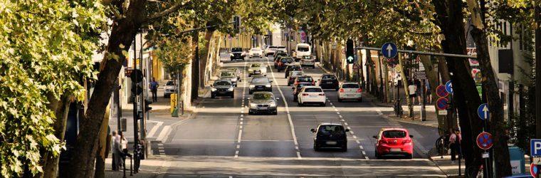 używane samochody na drodze
